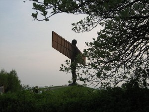 800px-Angel_of_the_north_through_trees